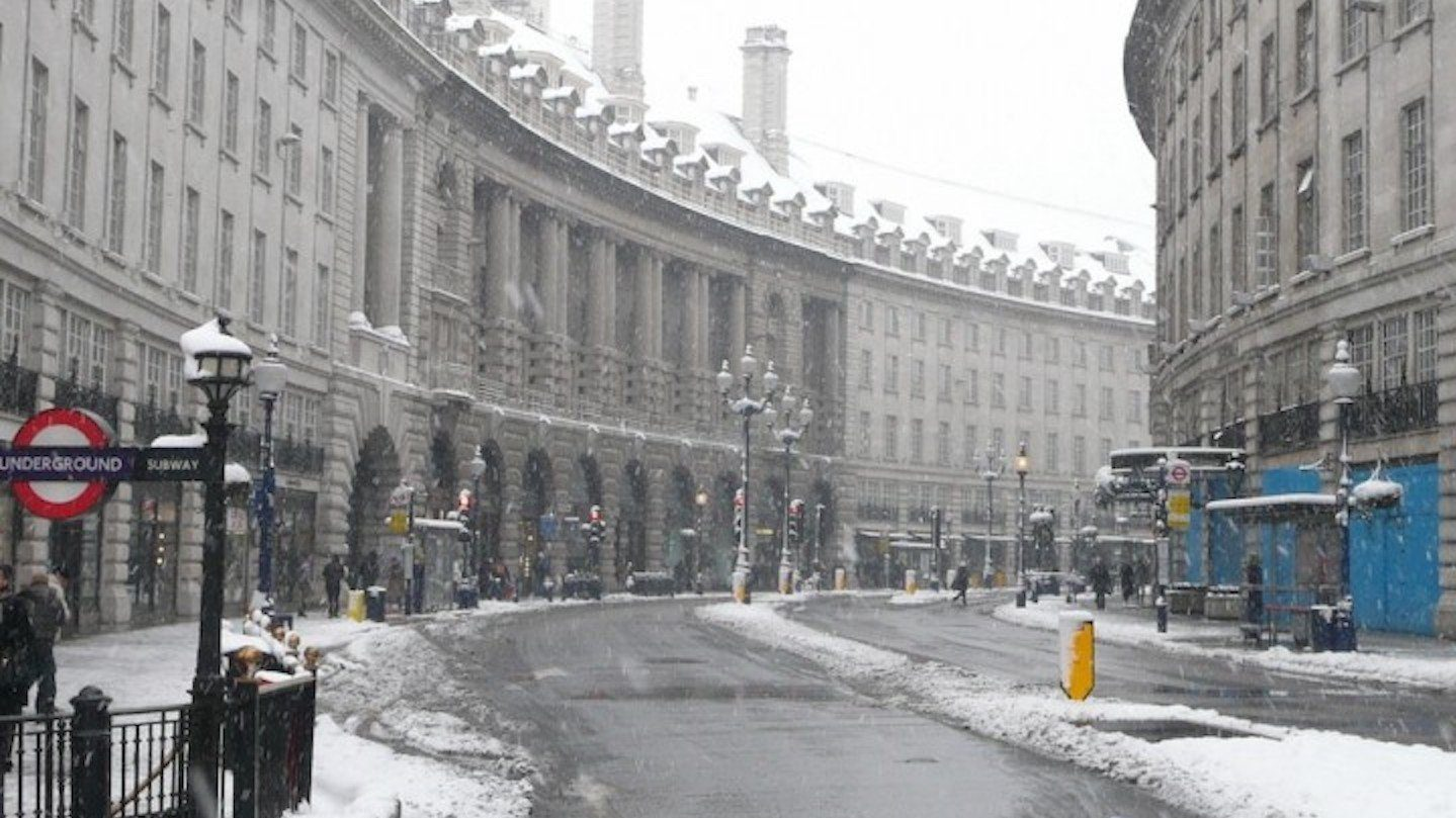 LONDON SHUTS DOWN AFTER SNOW FALL