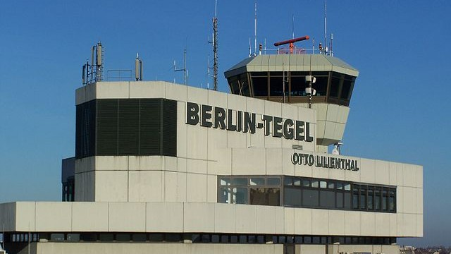 Tegel Airport: from gate to taxi in less than 60 seconds
